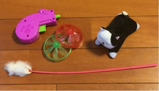 猫を飼うための必需品 おもちゃ